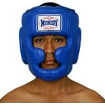 Шлем для тайского бокса.